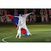 Акробатический номер с флагами фото