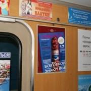 Реклама в метро, стикеры в вагонах фото
