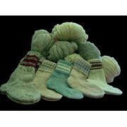 Носки из крашенной и некрашеной шерсти ручной вязки фото