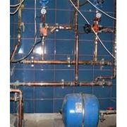 Монтаж систем водоснабжения представляет собой сложный процесс и включает несколько видов работ. фото
