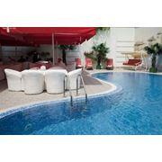 Открытый бассейн с террасой фото