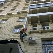 Утепление и отделка фасадов промышленным альпинистом фото