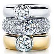 Кольцо с драгоценным камнем фото