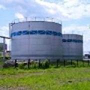 Монтаж резервуаров для хранения нефтепродуктов. фото