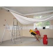 Технология монтажа натяжных потолков довольно проста. фото