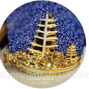 Сувенир золотой парусник, символ богатства и успеха фото