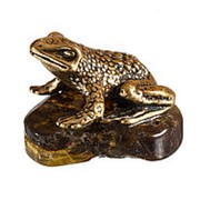 Денежная жаба на янтаре фото