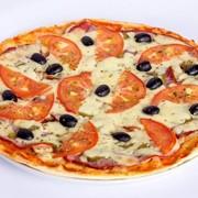 Пицца по-итальянски. фото