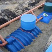 Прокладка сетей автономной канализация из полиэтилена фото