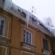 Уборка снега Киев. Очистка крыши от снега и наледи. фото