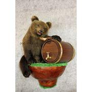 Медвежонок с бочонком фото