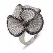 Золотое кольцо с бриллиантом фото
