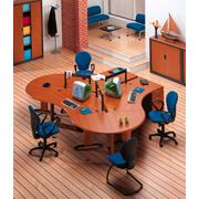 Рабочие места офисных работников. фото
