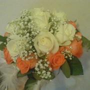 Букет свадебный с добавлением оранжевых роз фото
