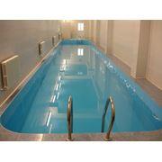 Внутренний бассейн для занятия спортом фото