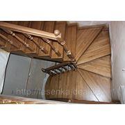 лестница из массива ясеня с поворотом на 180 градусов фото