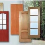 Изготовление дверей из натурального дерева. фото