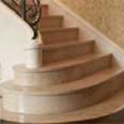 Лестницы из мрамора, Лестницы из натурального камня, Отделка лестниц натуральным камнем. фото