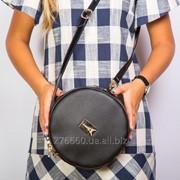 Круглая черная сумочка на плечо фото
