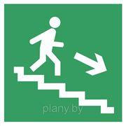 Указатель направления к эвакуационному выходу по лестнице фото