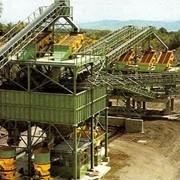Услуги по разработке карьеров, переработке горной массы и получению товарных фракций щебня и песка фото