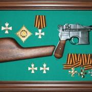 Картина в рамке с оружием о наградами №17 фото