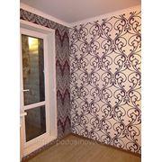 Оклейка обоями стен и потолков фото