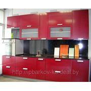 Кухня с выдвижними ящиками фото
