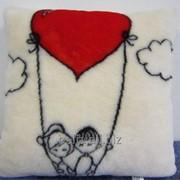 Подушка декоративная Влюбленные человечки фото