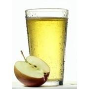 Натуральный яблочный сок фото