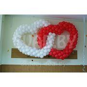 Двойное сердце из шаров на каркасе. фото