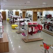 Торговое оборудование для магазинов одежды, дизайн-проект, фирменный стиль магазина фото