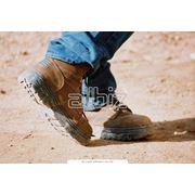 Специальную обувь с металлическими подносками и стельками фото