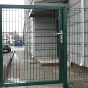 Ворота распашные, откатные, столбы, калитки, могут комбинироваться с калиткой и панельными ограждениями, регулируемые петли для открытия на 90°, замок в нержавеющем корпусе, пр-во ВЕЛТА фото