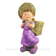 Кашпо декоративное Девочка с корзиной за спиной фото