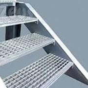Решетчатые ступени промышленных лестниц фото