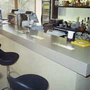 Столешницы для барных стоек из литого камня фото