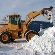 Механизированная уборка снега фото