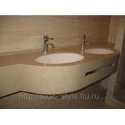 Столешница из искусственного камня в ванную с двумя интегрированными раковинами фото