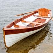 Деревянная гребная лодка фото