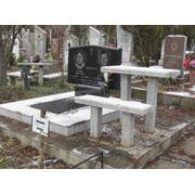 Памятники и надгробия фото