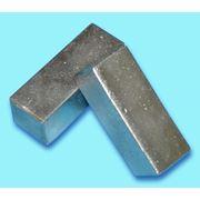 Молибден металлический в виде спеченных брикетов фото