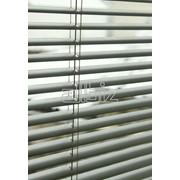 Жалюзи горизонтальные для пластиковых окон фото