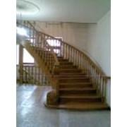 Лестницы из дерева полувинтовые фото