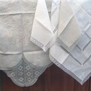 Льняные столовые комплекты с вышивкой и кружевом фото