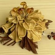 Заколка для волос из натуральной кожи с янтарем фото