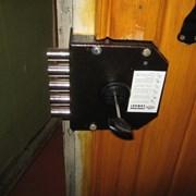 Установка накладного замка во входную дверь фото