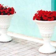 Изготовление цветочников, декоративных ваз и мусорных урн. Изготовление архитектурно-декоративных элементов. Дизайн экстерьеров. фото