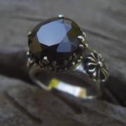 """Серебряное кольцо """"Черный перст"""" с цирконом от WickerRing фото"""