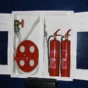 Шкаф навесной с двумя дверцами. фото